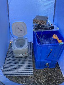 野營用的衛浴帳,可以洗熱水澡